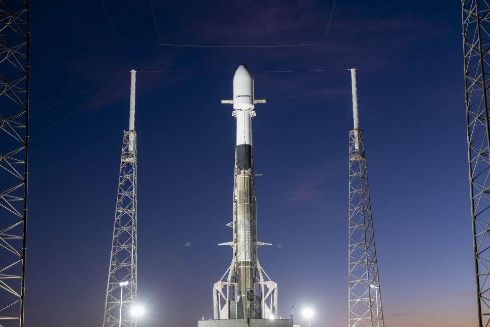 راکت فالکون ۹ اسپیس ایکس با دهمین پرواز موفق خود رکورد زد